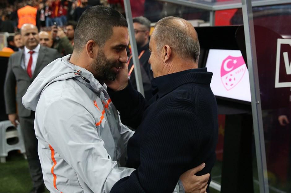 Galatasaray'da yönetim ve Fatih Terim zirvesi!