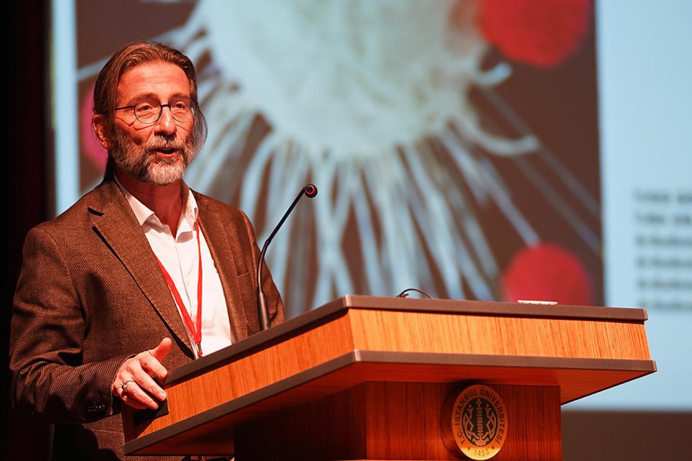Ercüment Ovalı, koronavirüs aşısı için tarih verdi