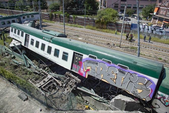 Feci kaza! İtalya'da tren raydan çıktı: 3 kişi yaralandı