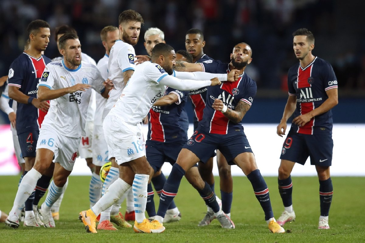 PSG-Marsilya maçında saha karıştı! Kartlar havada uçuştu!