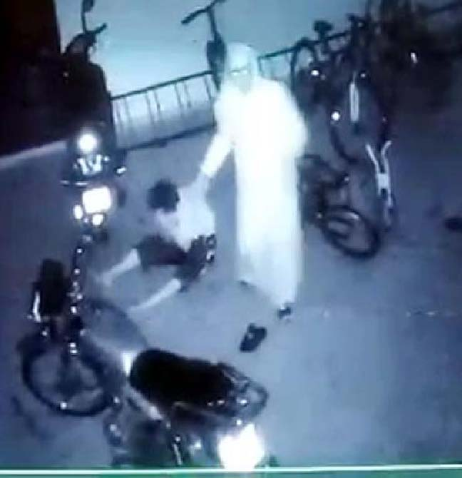 Gaziantep'te bir çift, garajda komşularının çocuğunu tekme tokat dövdü