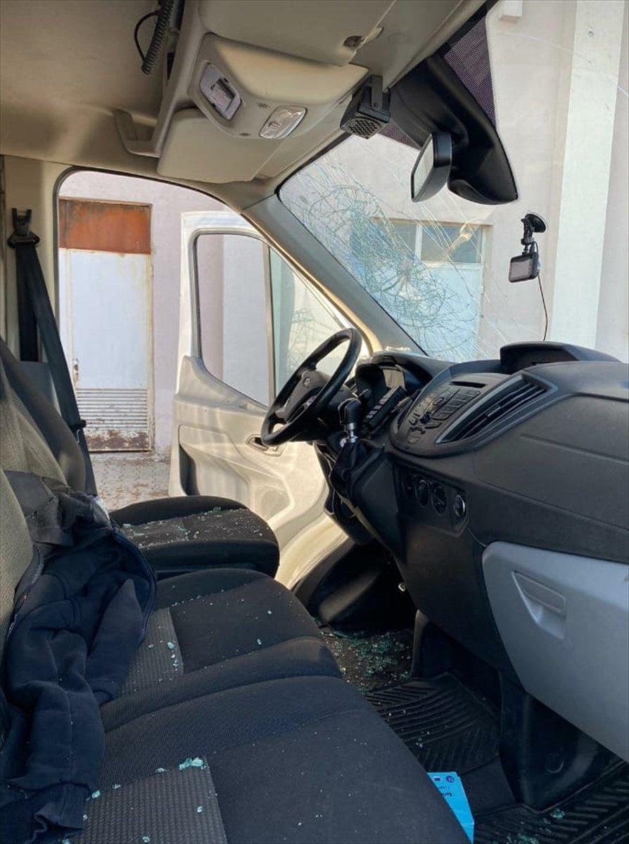 Bingöl'de yaralı yakınları ambulansa saldırdı