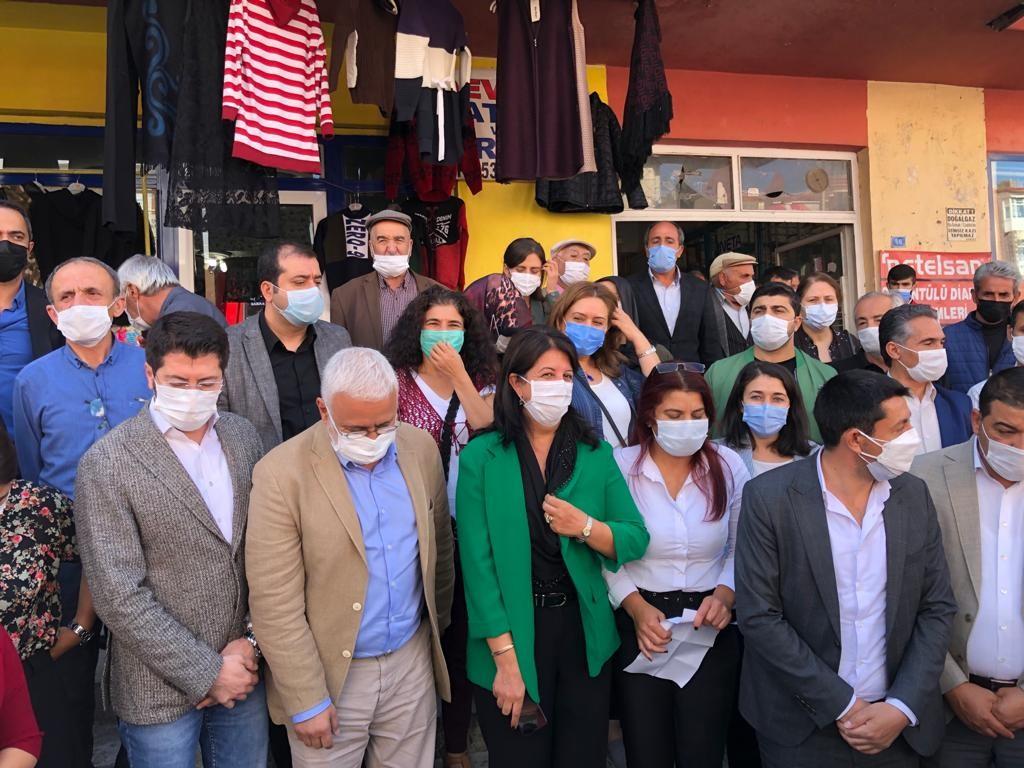 HDP'li vekiller hadsizlikte sınır tanımadı! Polislere çıkıştılar: Sicili söyle sen