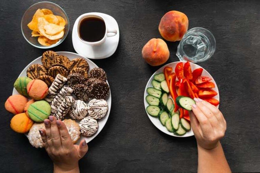 Bilim Kurulu üyesi Özlü'den uyarı: Aynı masada yemek yemeyin