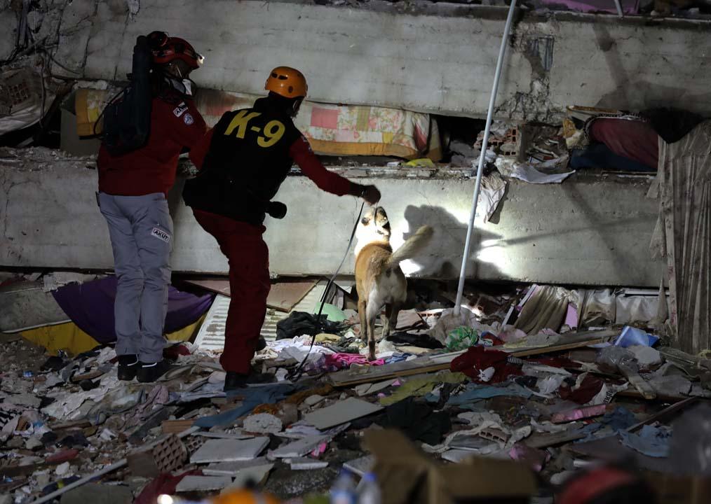 İzmir Seferihisar'da yüreğimiz yandı: 28 kişi öldü, 885 kişi yaralandı