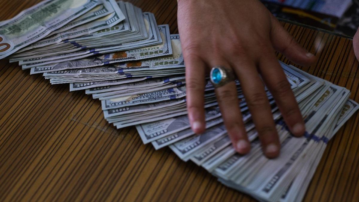 Bakan Albayrak'tan döviz açıklaması: Biz dolarla uğraşmıyoruz, istesek düşürürüz