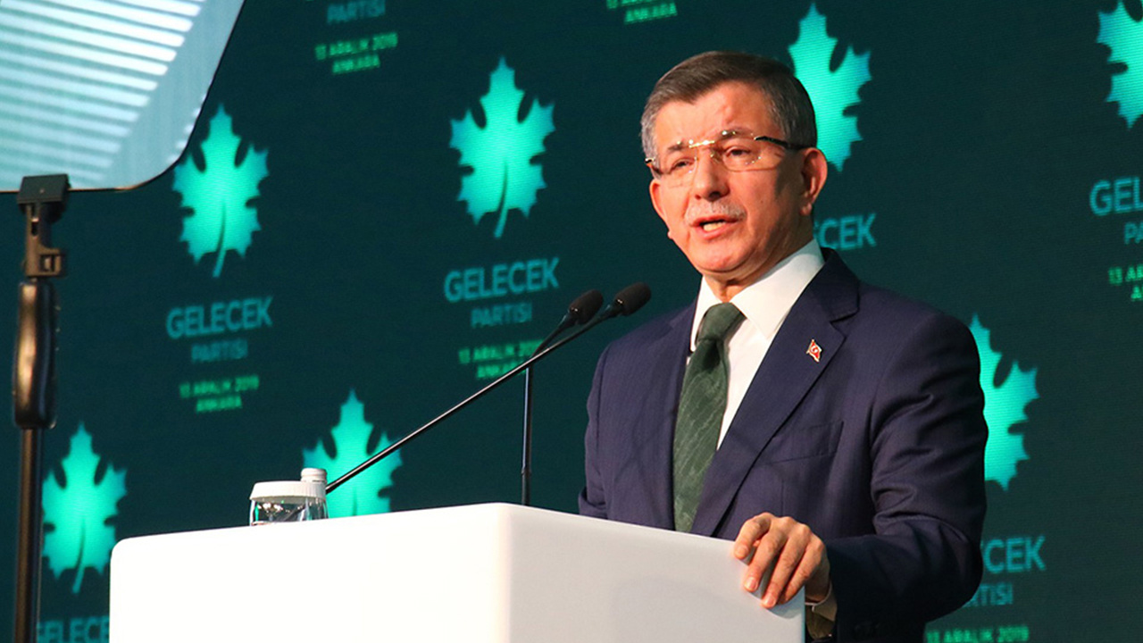 Ahmet Davutoğlu, koronavirüse yakalandı