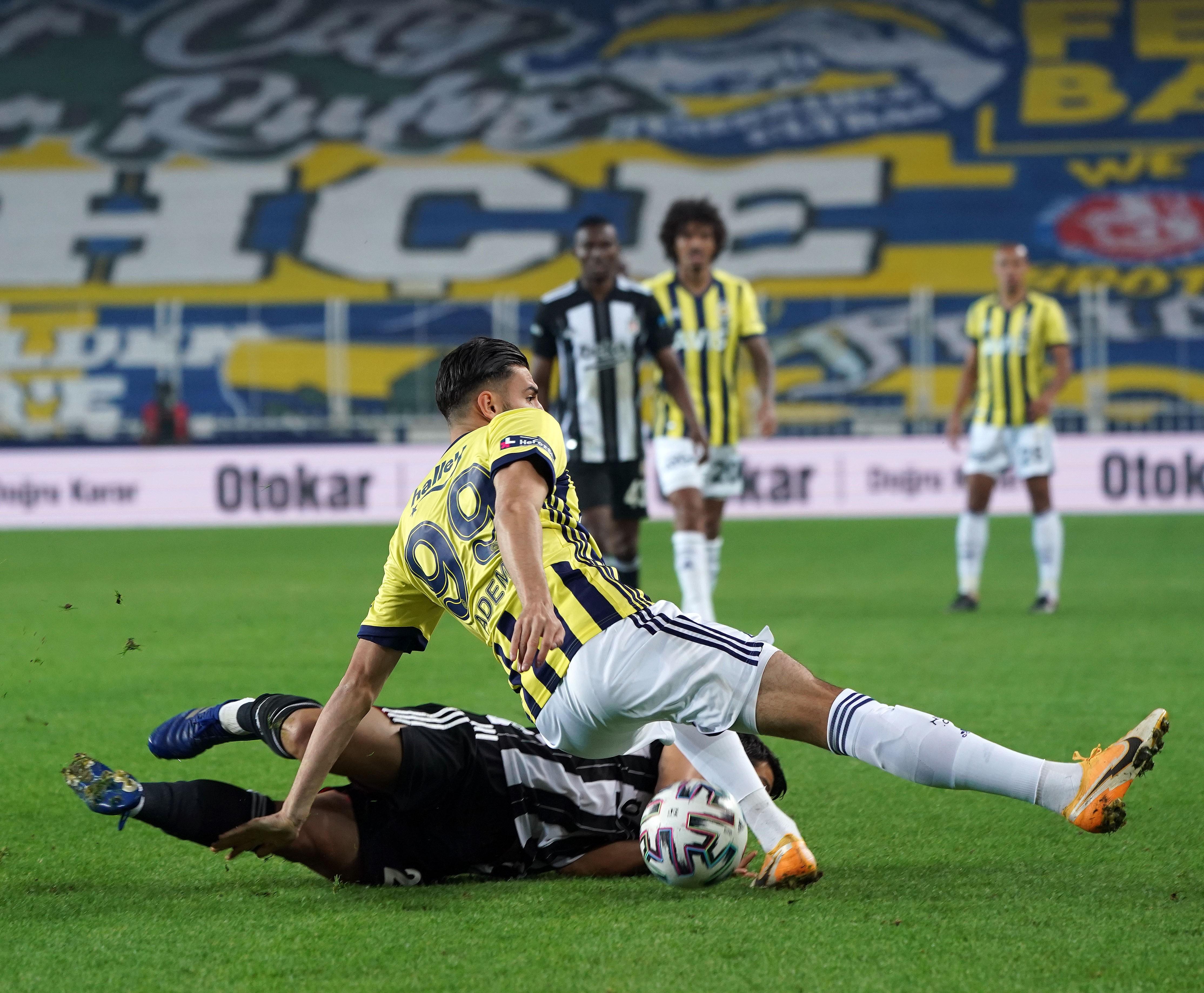Beşiktaş, derbide Fenerbahçe'yi 4-3'le geçti!