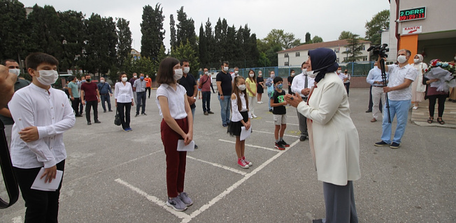 Bakan Selçuk'tan öğrenci ve velilere İstiklal Marşı çağrısı!