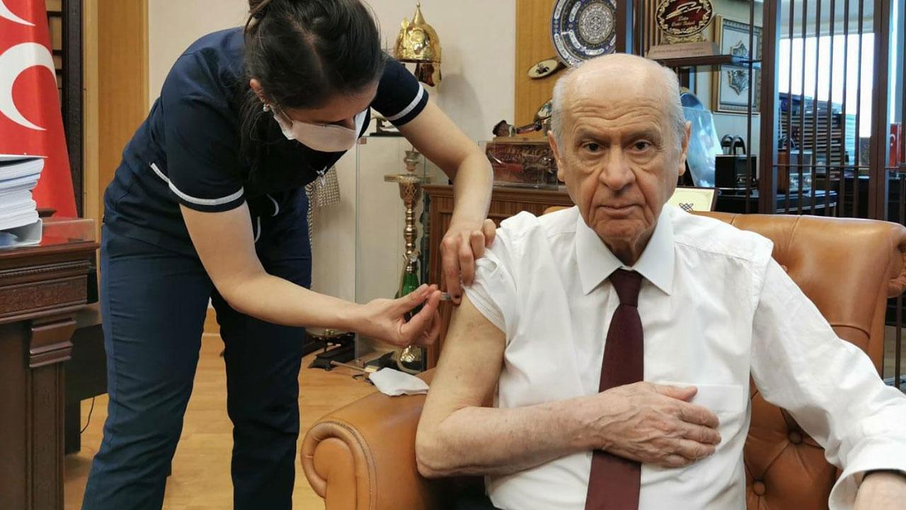 Akşener ve Bahçeli, Bakan Koca'nın çağrısına uyarak aşı oldu