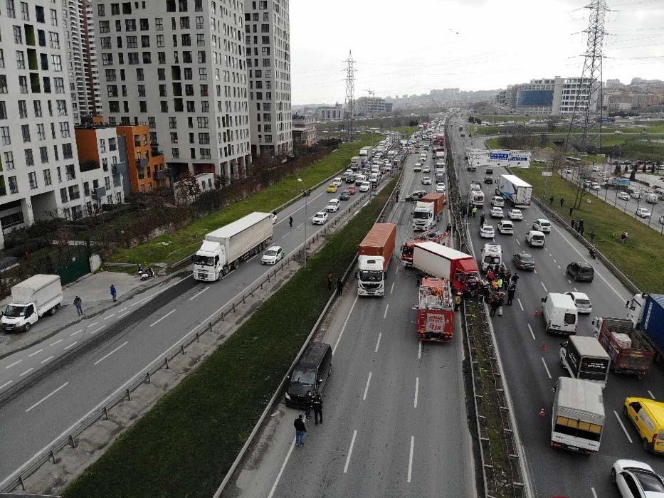 İstanbul'da korkunç kaza! Araçlar hurdaya döndü...