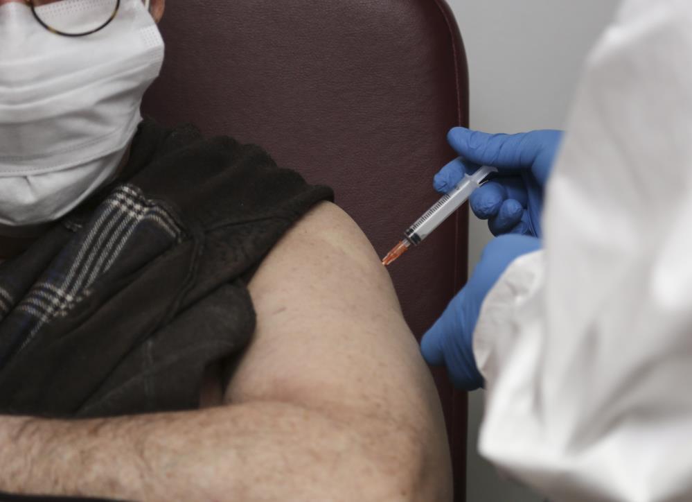 Oxford/AstraZeneca aşısından bir kötü haber daha: Kan pıhtılaşmasına neden oluyor! 9 ülkede askıya alındı