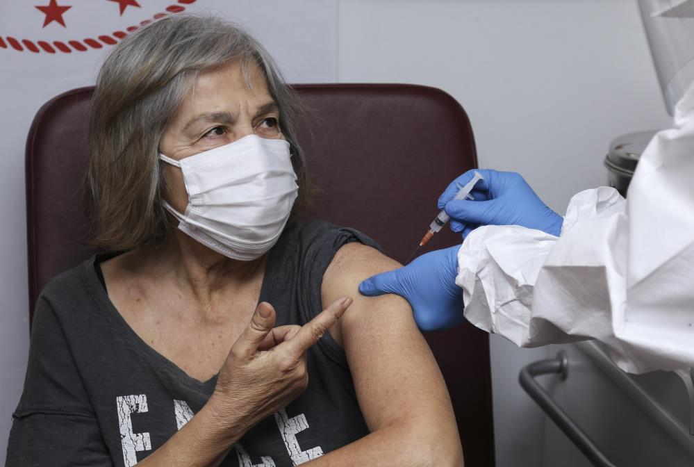 İtalya'da aşı krizi: Yanlış kişilere yapıldı!