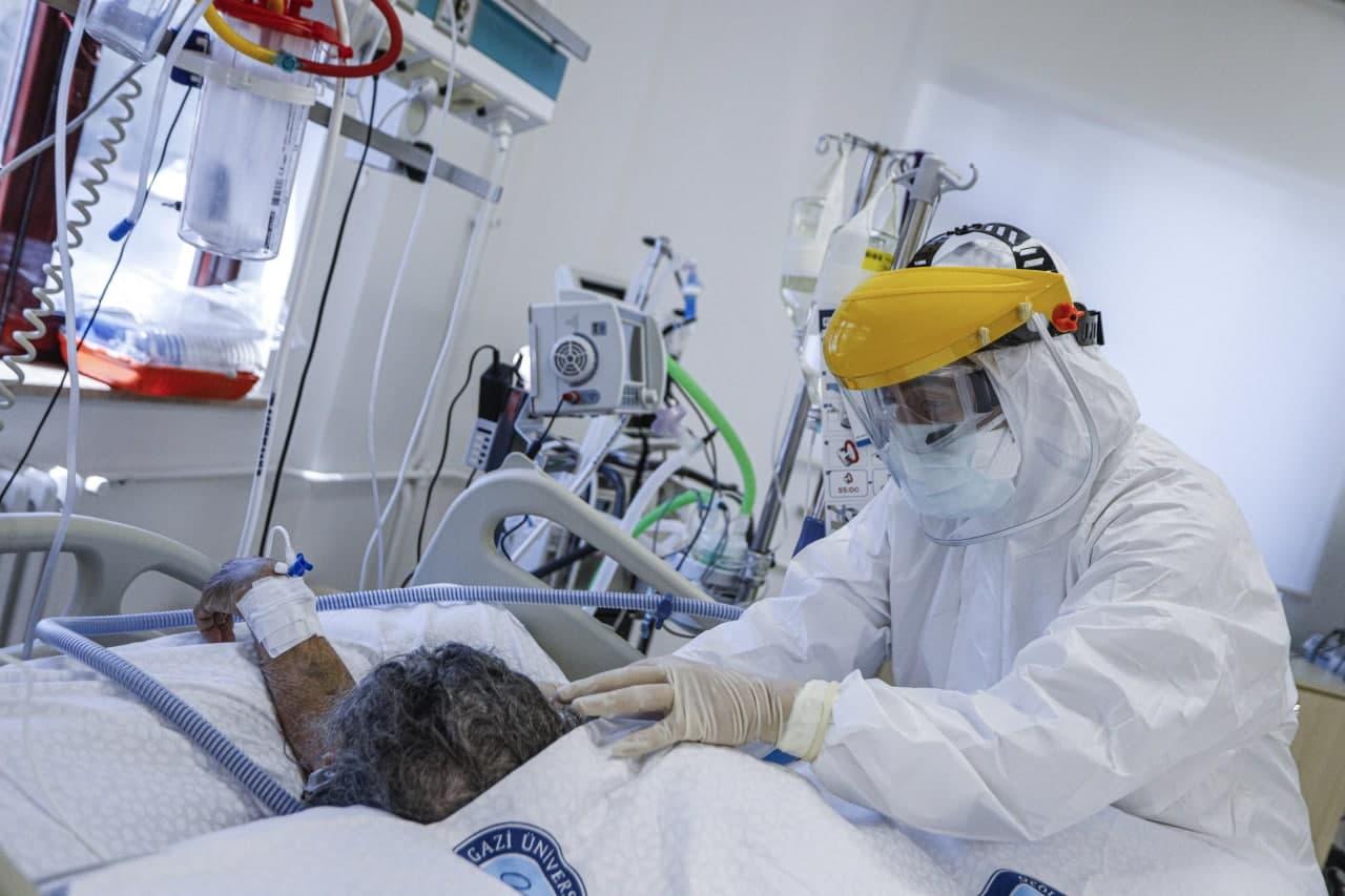 Bakan Koca'dan müjde: Hastaneye başvurular yarı yarıya düştü!